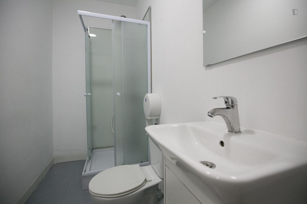Single bed in pleasant six-bed dorm in Anjos