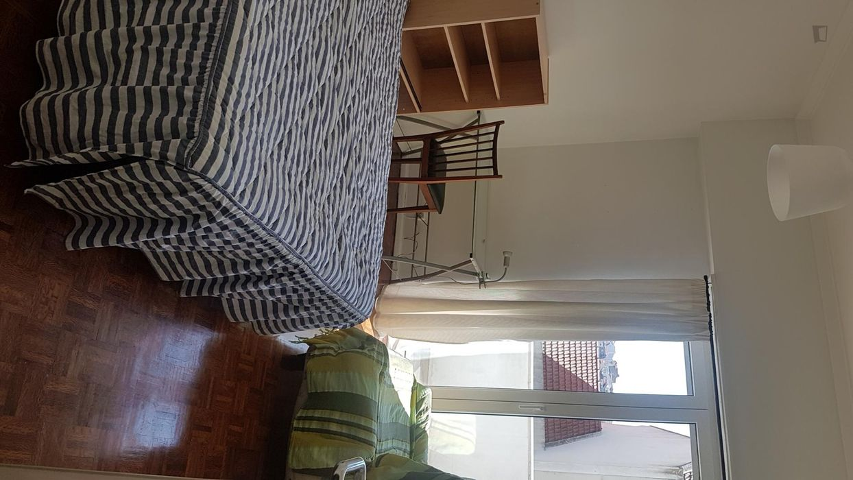 Wonderful double bedroom in Campolide, close to Amoreiras Shopping