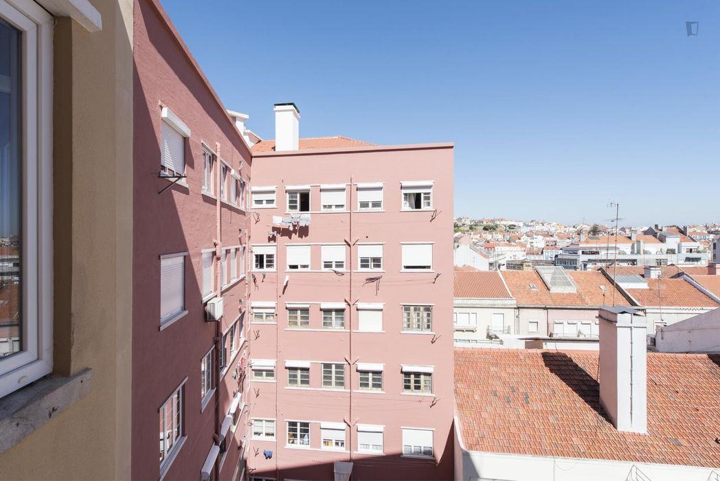 Double bedroom - IST Tecnico and Metro Alameda 2min away Nova SBE Catolica close