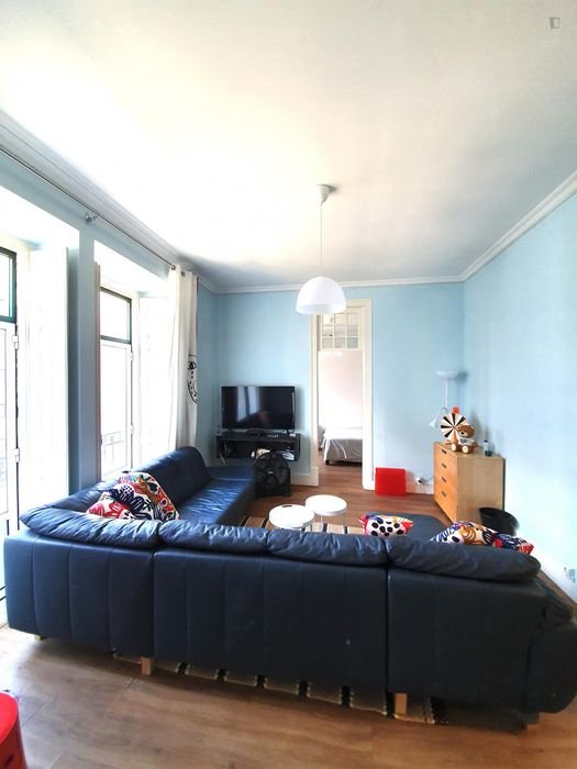 2 private Rooms! Bedroom and study room! For 1 or 2 students! Close to many UNIs