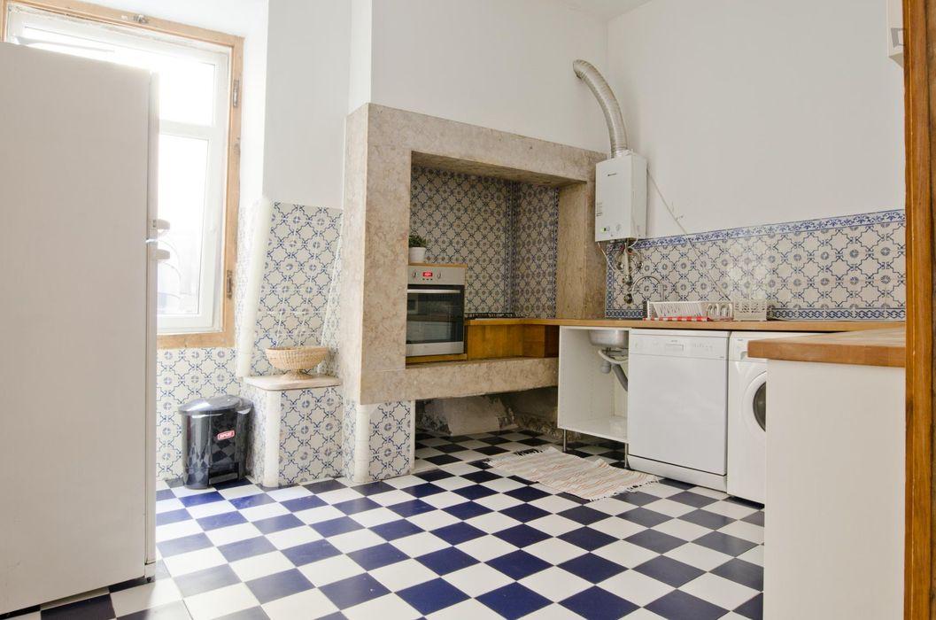 Very cool single bedroom in Santa Apolónia