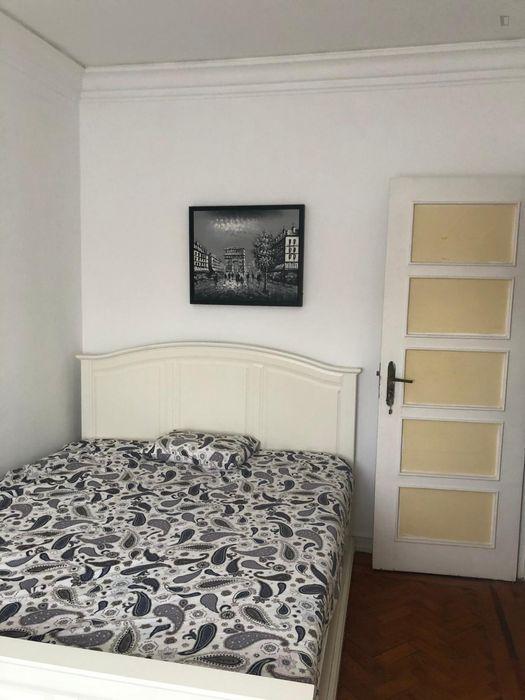 Cool double bedroom close to Universidade de Lisboa