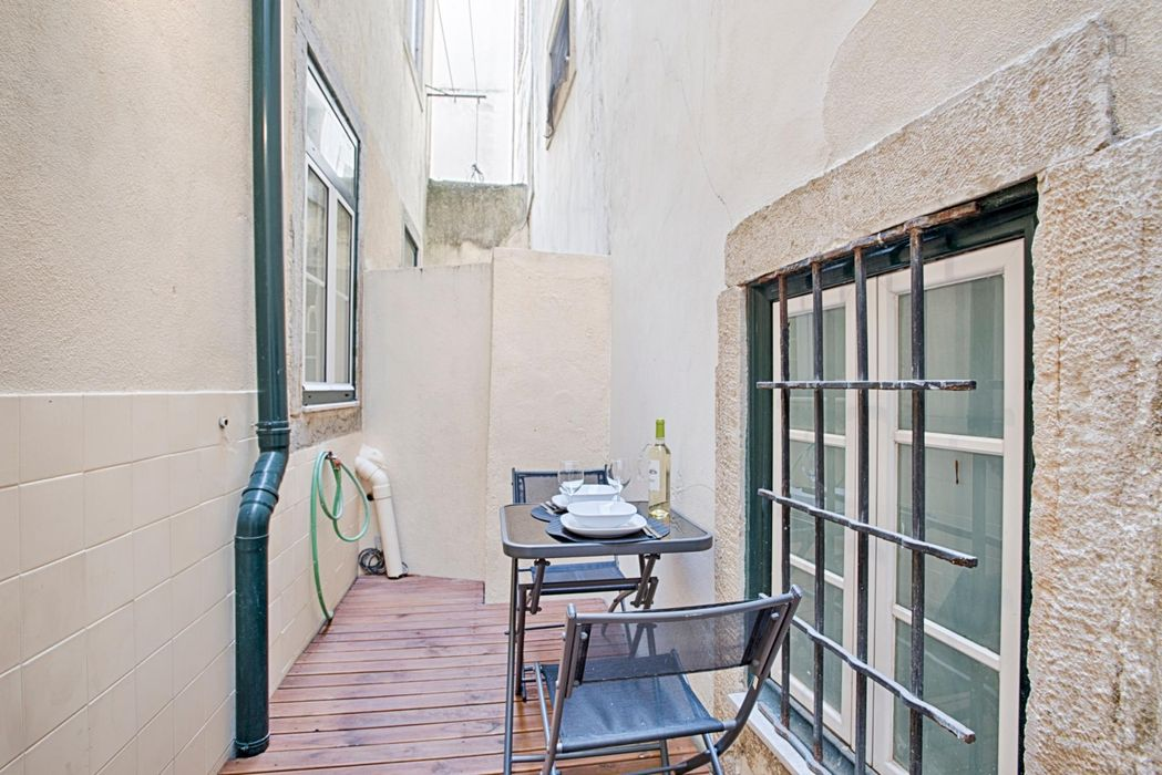 Tasteful 2-bedroom flat in Alfama