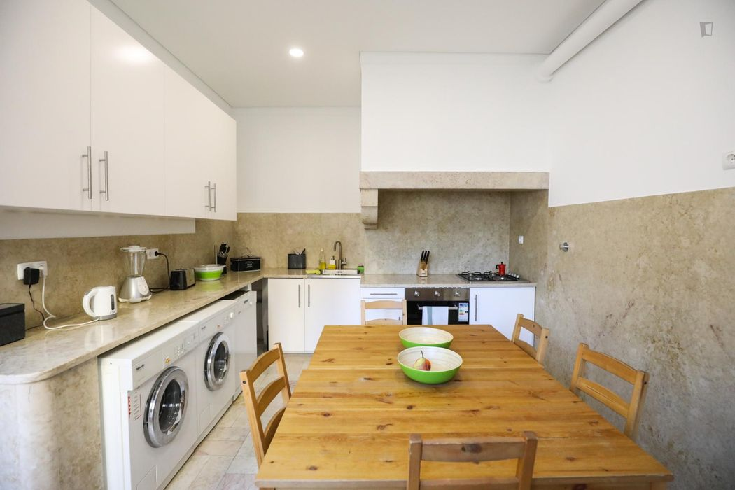 Excellent double ensuite bedroom in Marquês de Pombal. New Flat. Own bathroom.