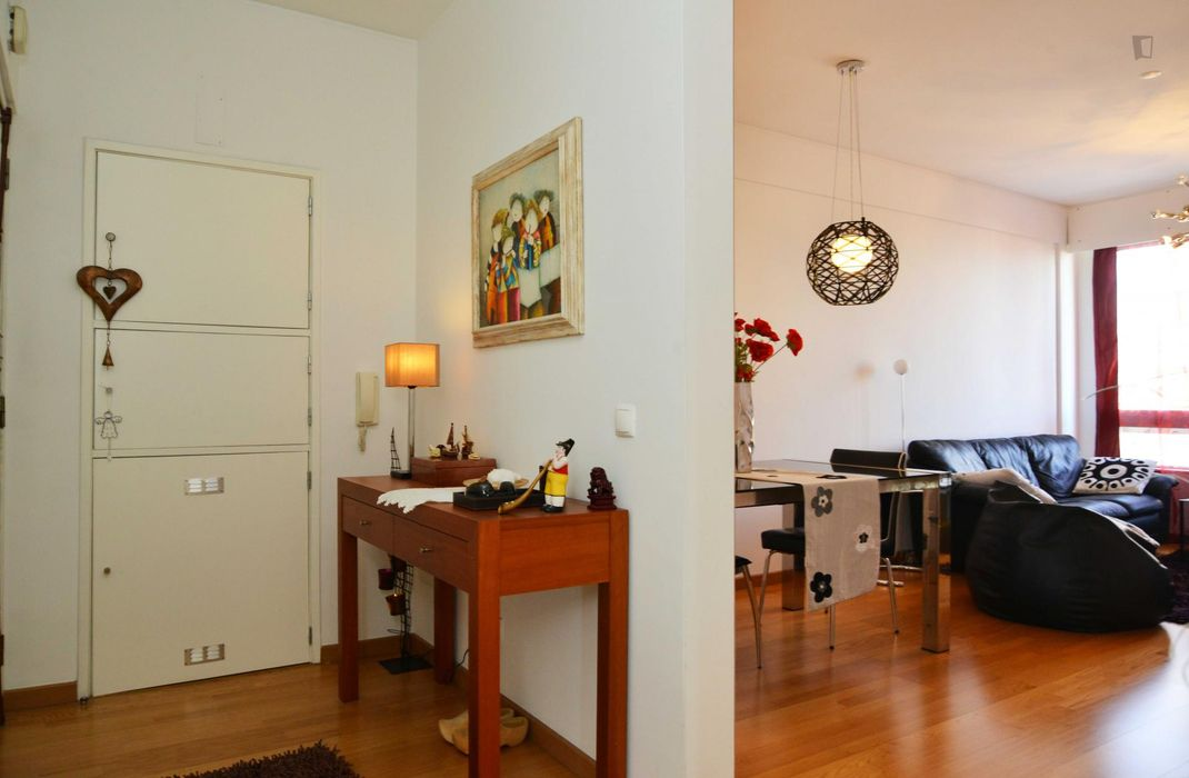 Fantastic and spacious double bedroom close to Parque das Nações