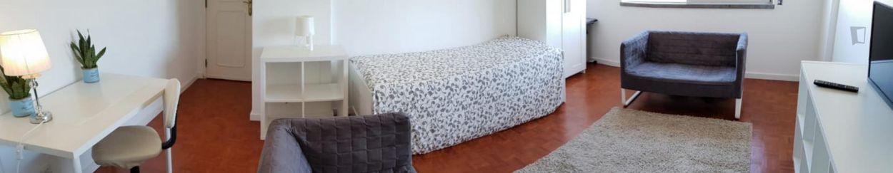 Miraflores - Linda a Velha Modern bedroom