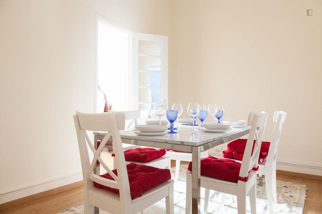 Classy double bedroom in Arroios