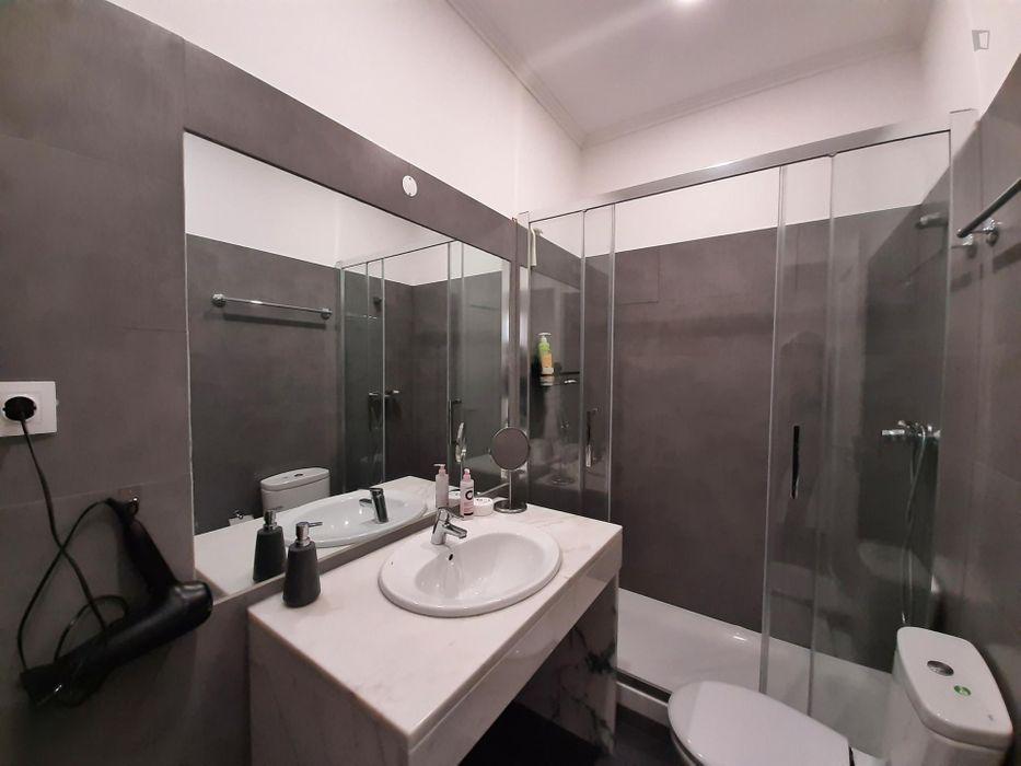 Sunny and Spacious Private Room near IST Instituto Superior Tecnico