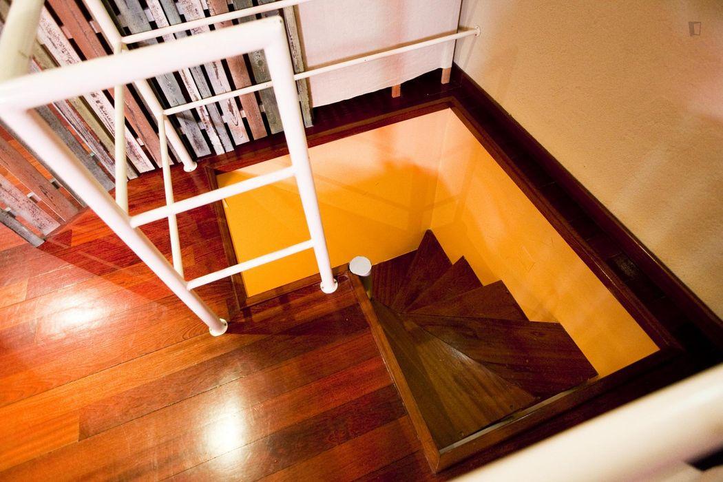 Single room in 4-bedroom apartment in Benfica