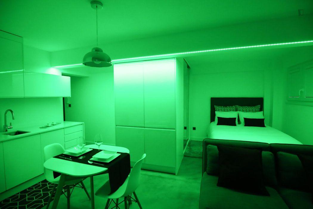 Modern studio in Alfragide