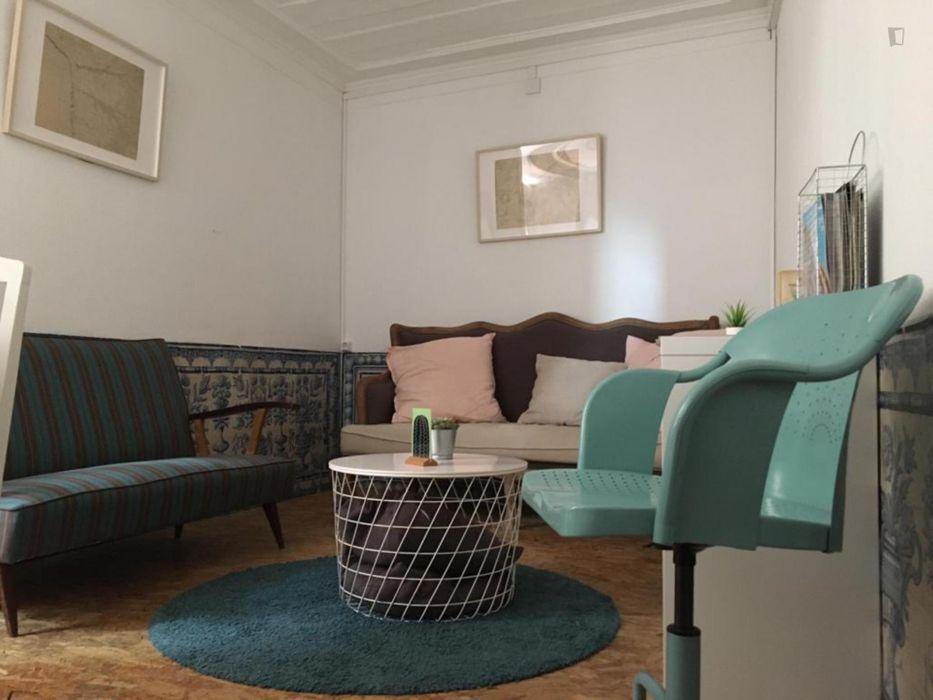 Well-lit double bedroom near Jardim do Príncipe Real