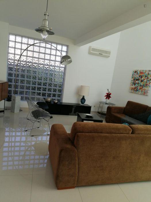 Single bedroom in a 3-bedroom house near Instituto Superior de Agronomia
