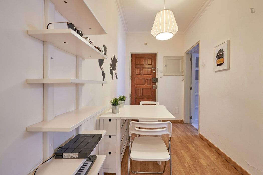 Delightful double bedroom not too far from Arroios metro station