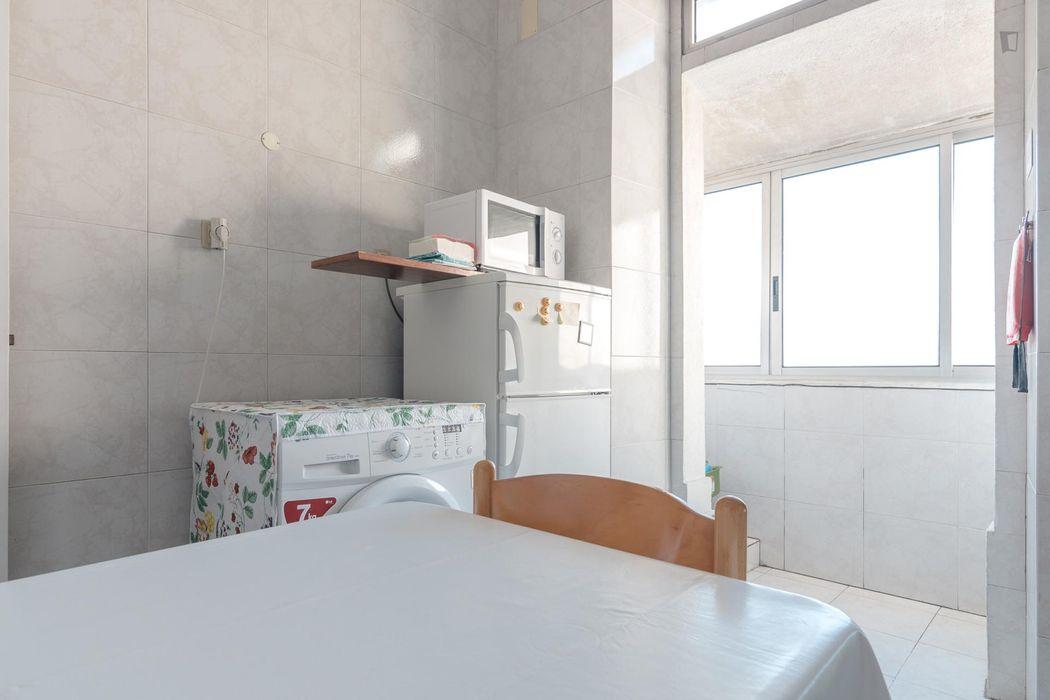 Double room in 3-bedroom apartment near Universidade Autónoma