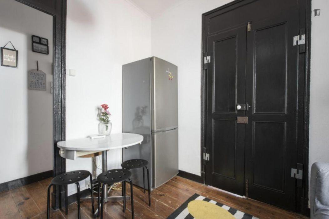 Very nice double bedroom in Bairro Alto