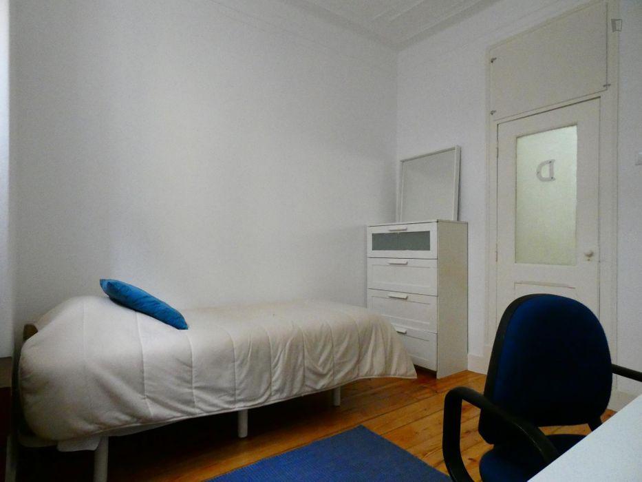 Nice single bedroom near the Anjos metro