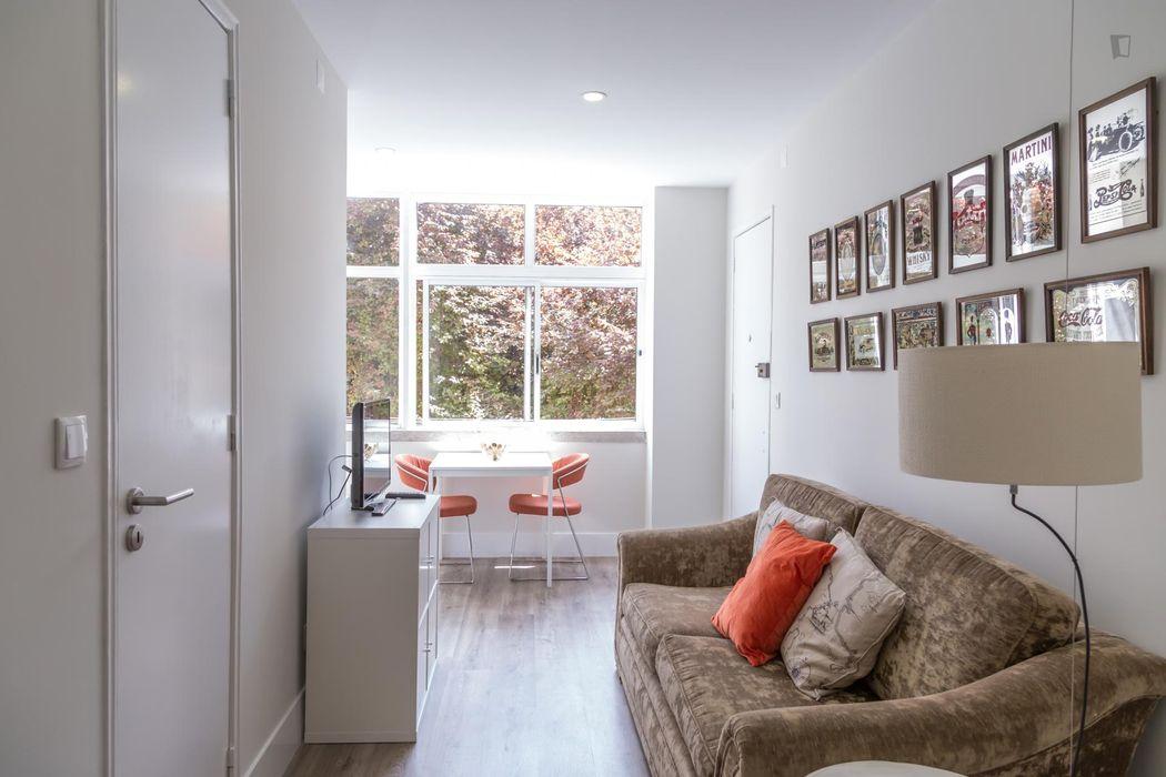 Elegant 1-bedroom apartment in Roma-Areeiro