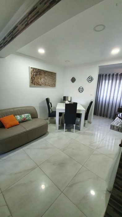Double bedroom in a 2-bedroom apartment near Chelas metro station