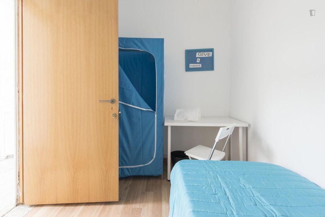 Comfortable single bedroom in Arroios
