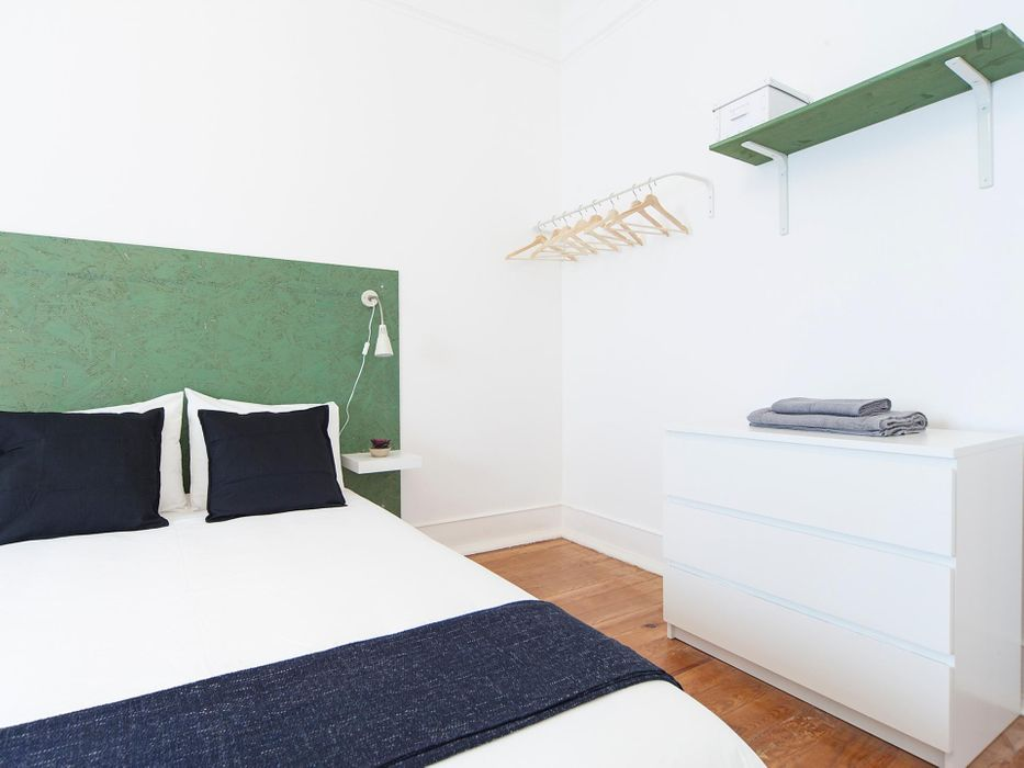 Charming double bedroom close to Universidade Nova de Lisboa