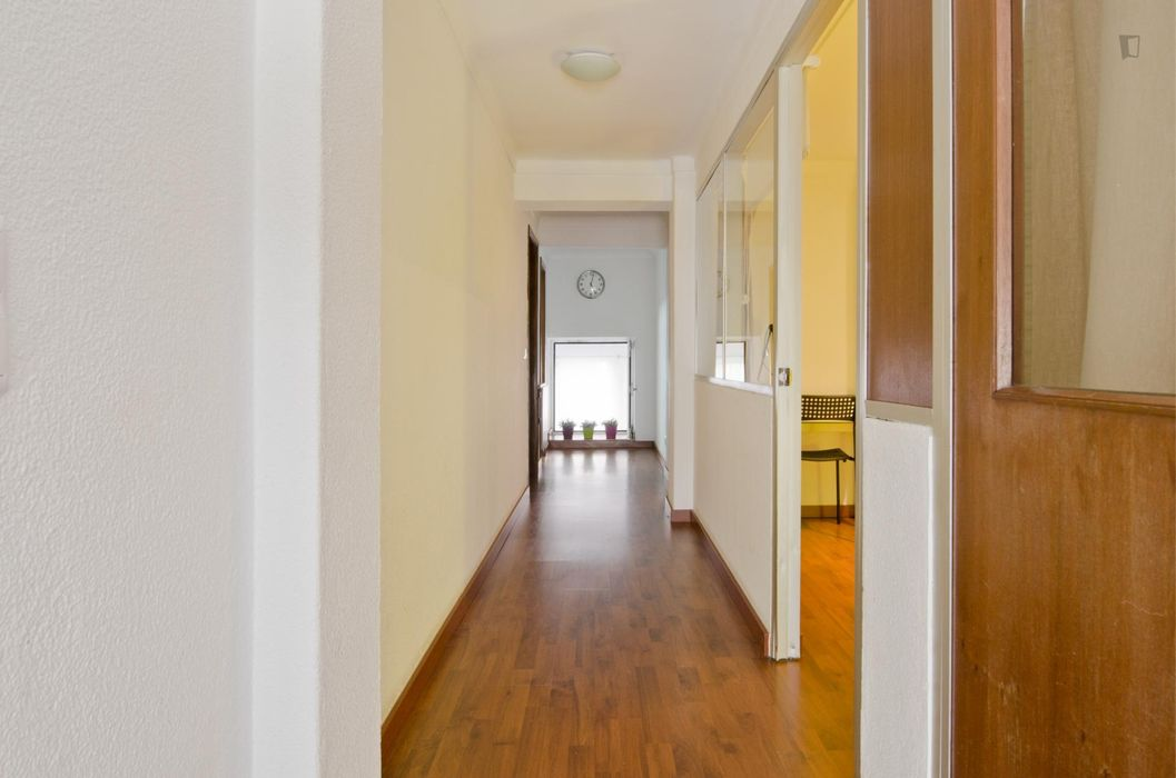 Super lovely single bedroom, in a 5-bedroom apartment, in residential Anjos
