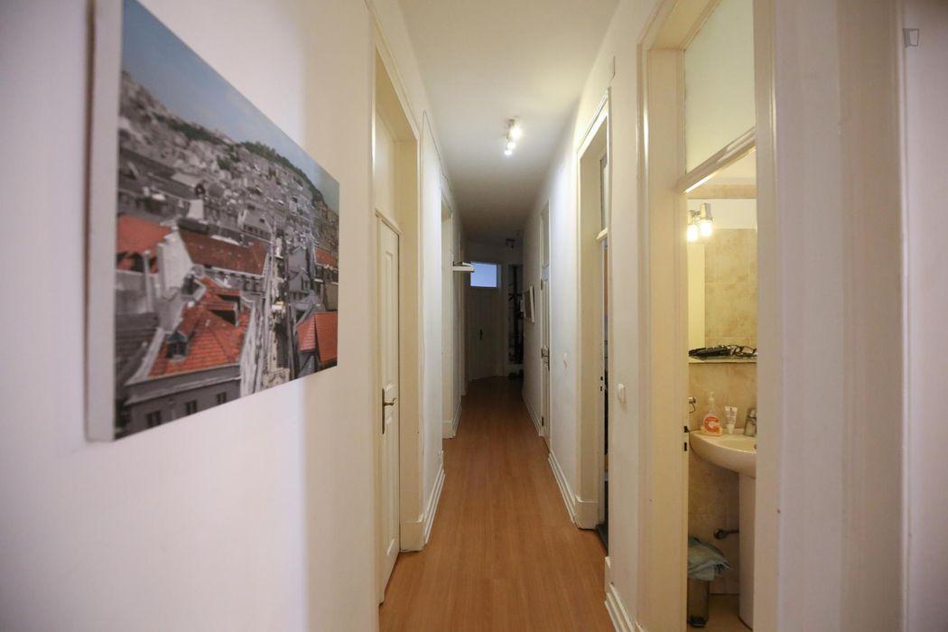 Double bedroom in 7-bedroom apartment