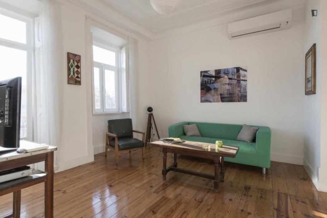 Cool and comfortable 3-bedroom flat in Graça