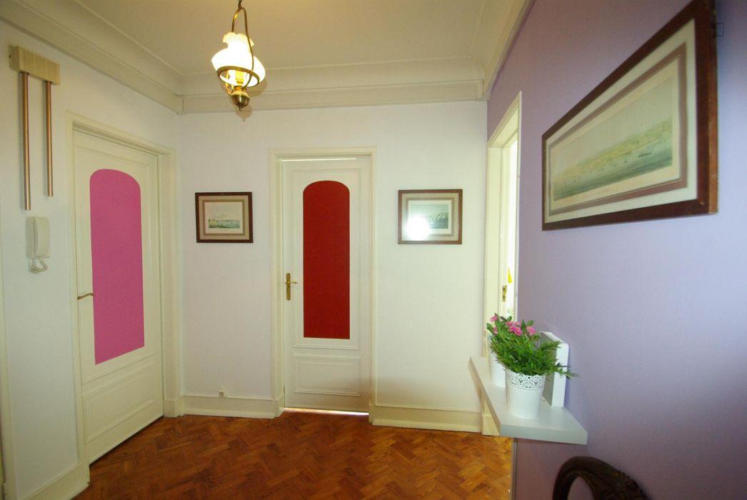 Single bedroom (Bourdeaux) near Areeiro metro station