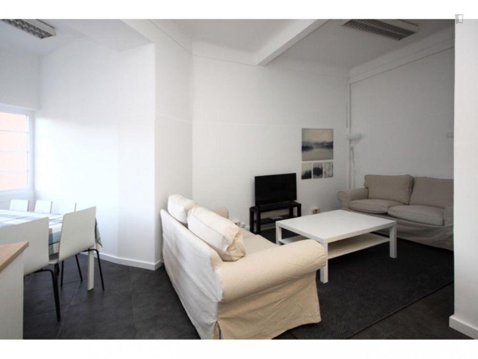 Single bedroom next to IST ref 6205