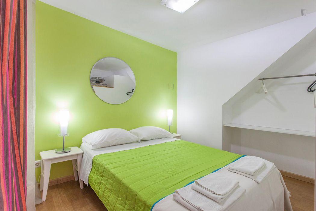 Vibrant flat located in City Center