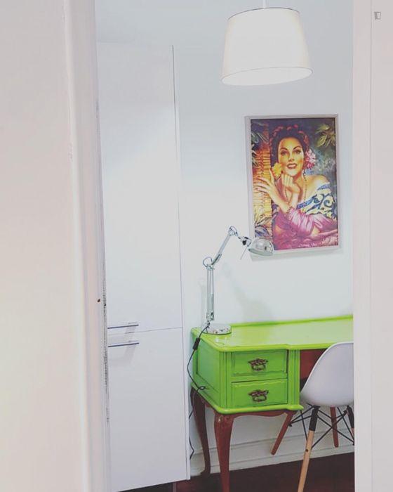 Colourful studio flat close to Instituto Superior Técnico