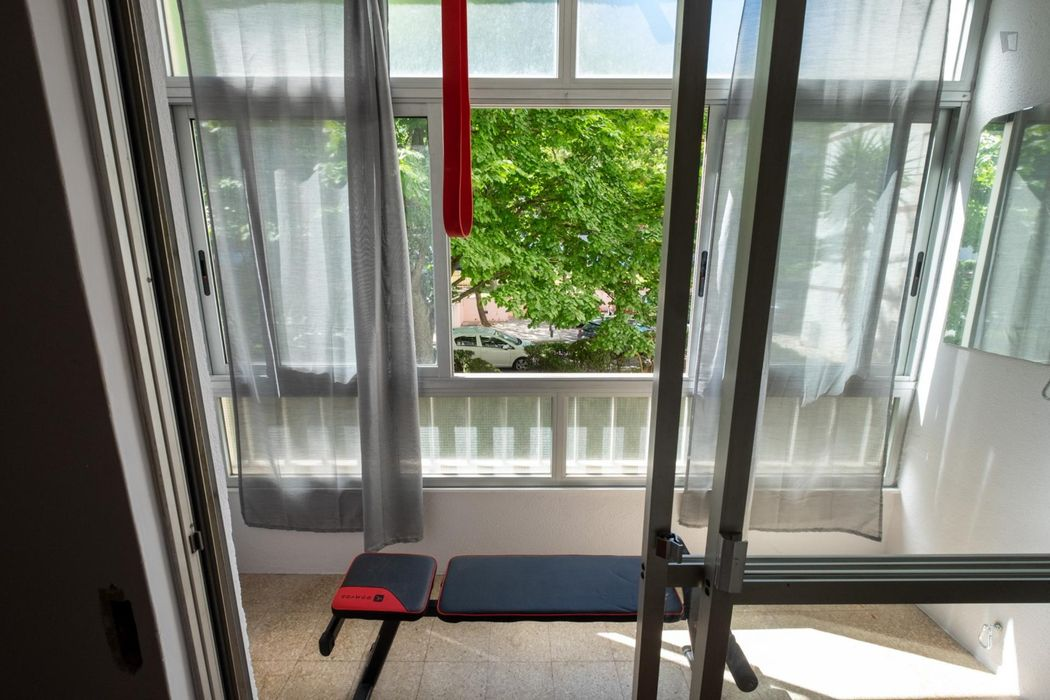 Double bedroom in a 2-bedroom apartment near Odivelas metro station