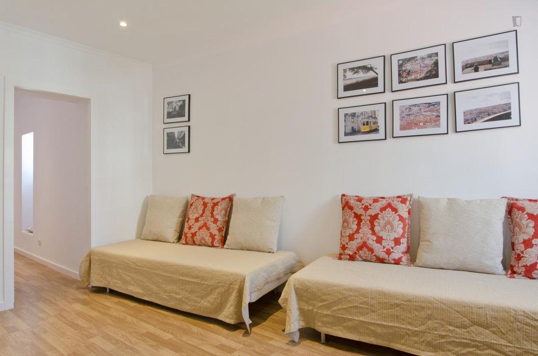Clean 1-bedroom flat in Martim Moniz
