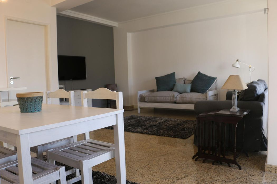 Comfy Single room in a charming apartment of 4 bedrooms.
