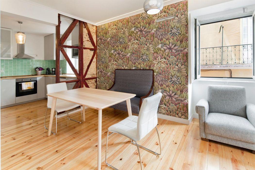 Modern double bedroom in 2 bedroom apartment in Alcântara