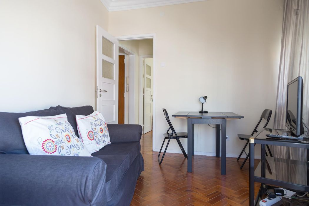 Cosy central double bedroom with closed veranda for1 or couple. All bills includ