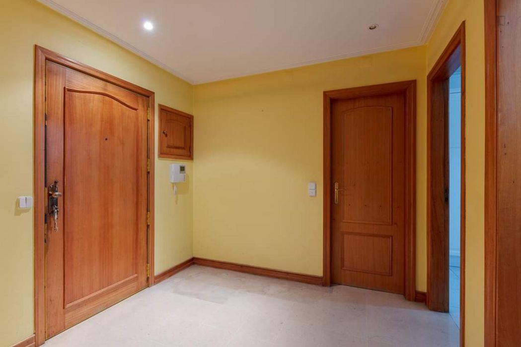 Amusing double bedroom close to Moscavide metro
