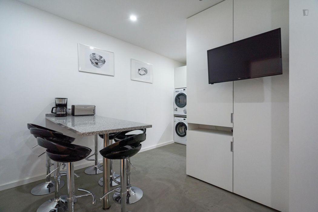 Comfortable double ensuite bedroom, near Fundação Calouste Gulbenkian