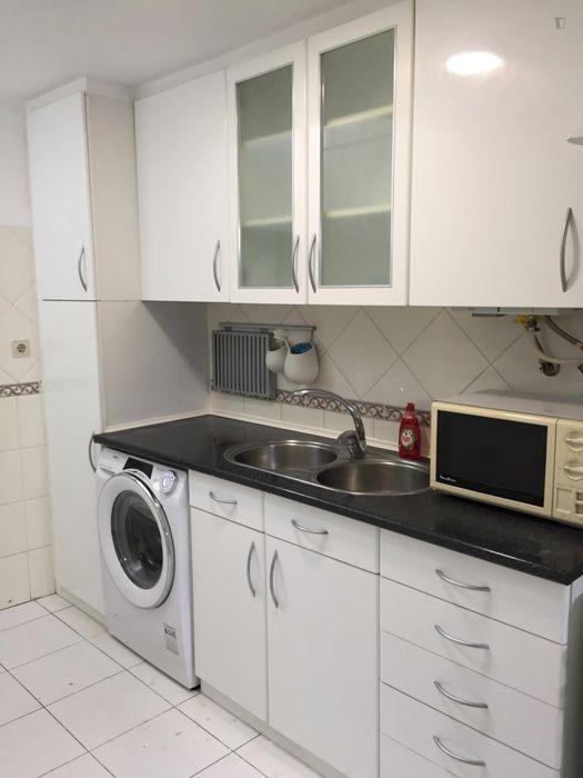 Neat single bedroom in Bairro Alto