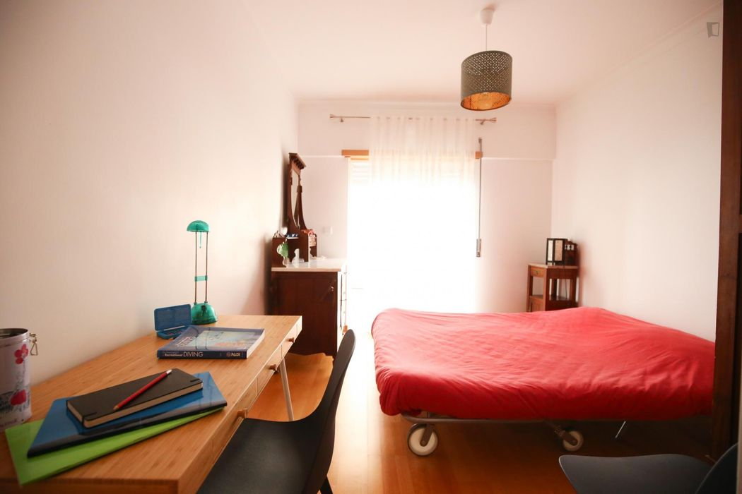 Single Room in Costa da Caparica, 800 mt from the beach and 100 mt from Park