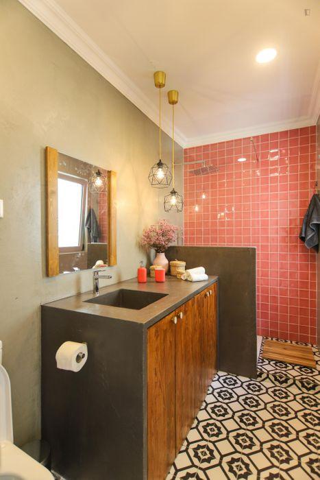 3-Bedroom apartment near Alameda metro station