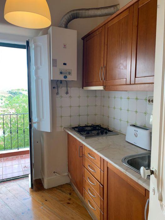 Double Room in 4-bedroom apartment with easy access to subway