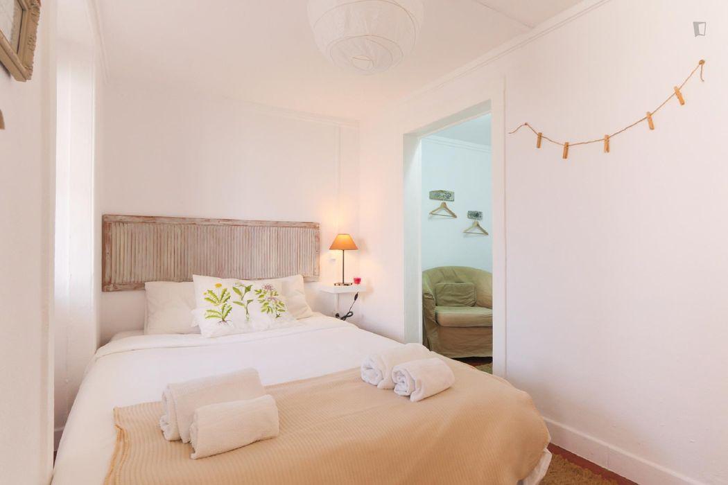 Cozy 1 bedroom 45m2 apart near Av Liberdade. Typical building