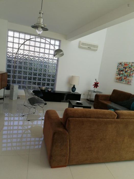 Single bedroom in a 3-bedroom house near Instituto Superior de Agronomia