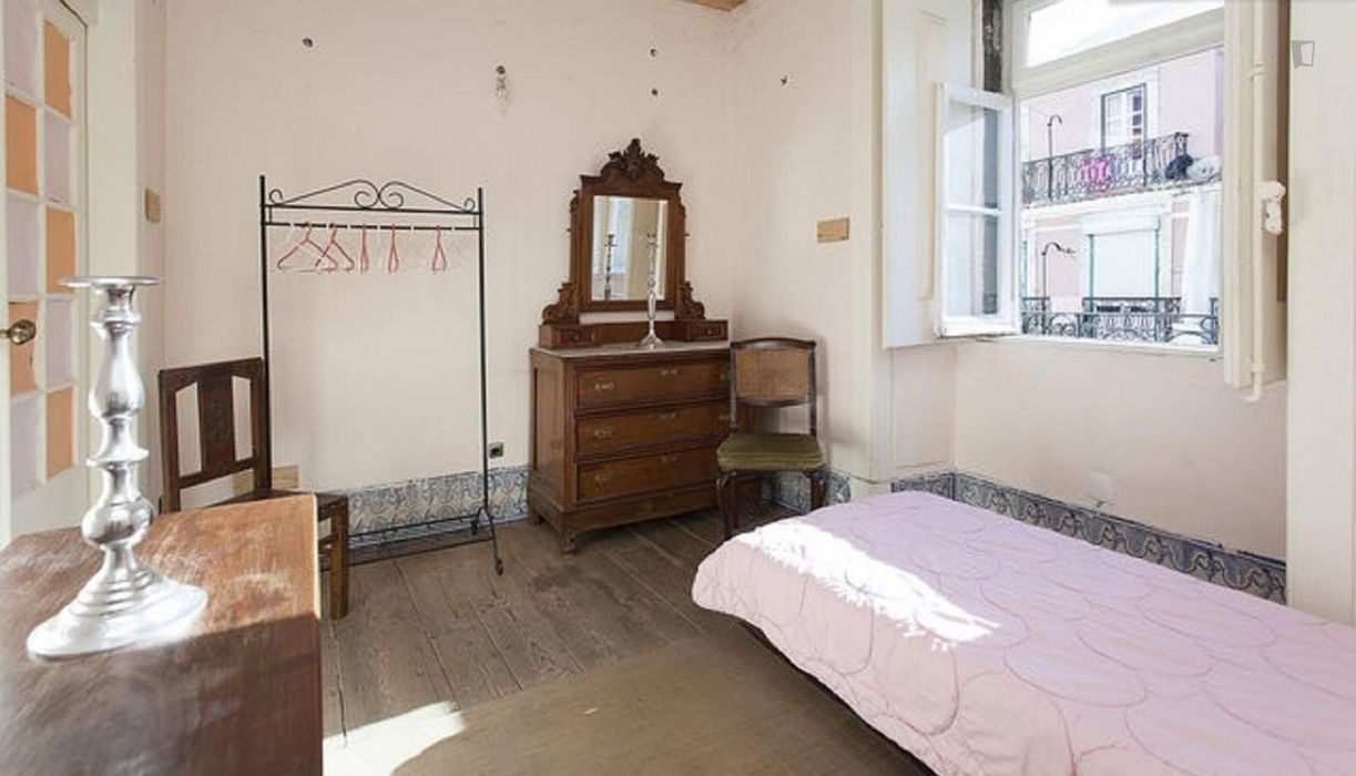 Awesome 5-bedroom flat in Baixa, near Praça do Comércio
