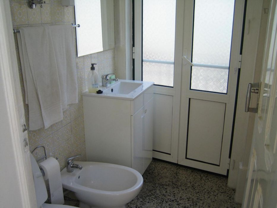 Single bedroom in 5-bedroom apartment