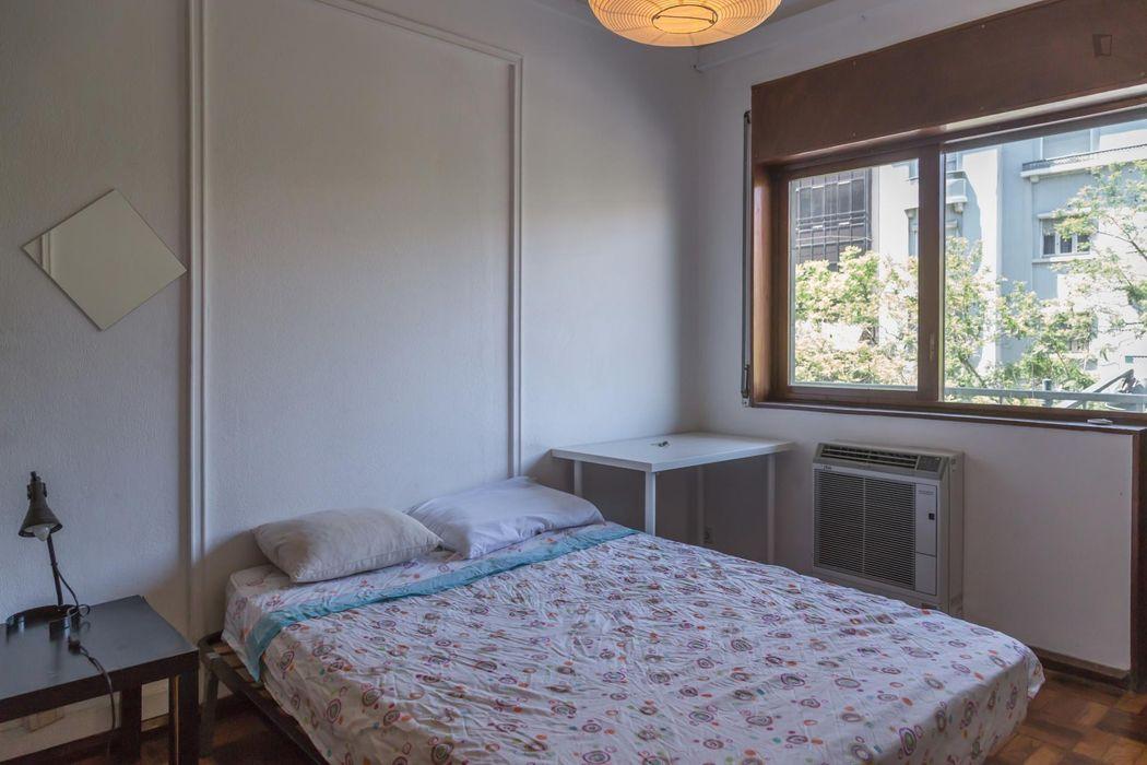Cosy double bedroom close to Saldanha metro station