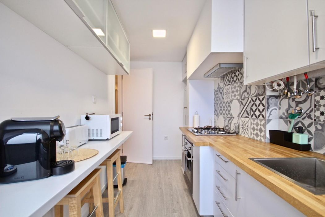 Spacious 2-Bedroom Apartment in Campolide