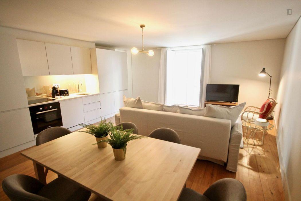 Interesting 2-bedroom apartment in Bica