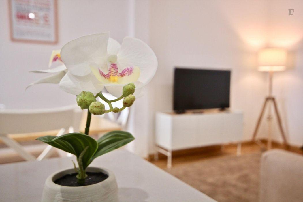 Bright 2-Bedroom Apartment in Alcântra